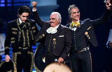 A sus 79 años, Vicente Fernández descrestó con su voz en los Latin Grammy