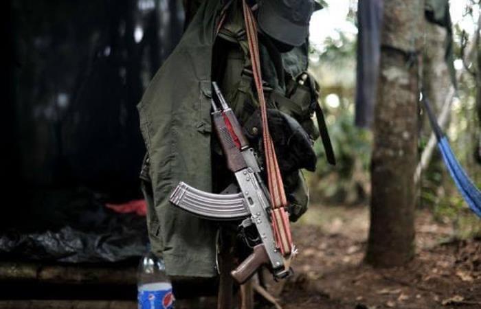 Uniforme y armamento de disidentes en Colombia. Foto: Twitter