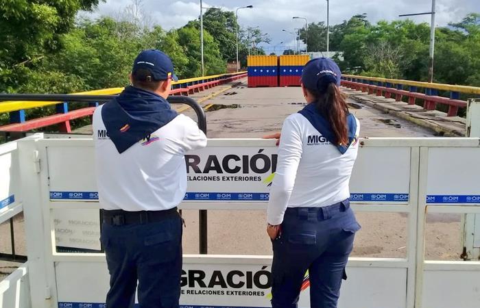 Integrantes de Migración Colombia supervisan la frontera con Venezuela. Foto: Twitter