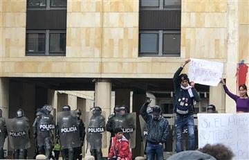 'Cacerolazo' en Plaza de Bolívar terminó con choques contra la Policía