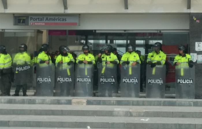 Paro Nacional Disturbios Portal Sur Portal Américas Portal Tunal Transmilenio