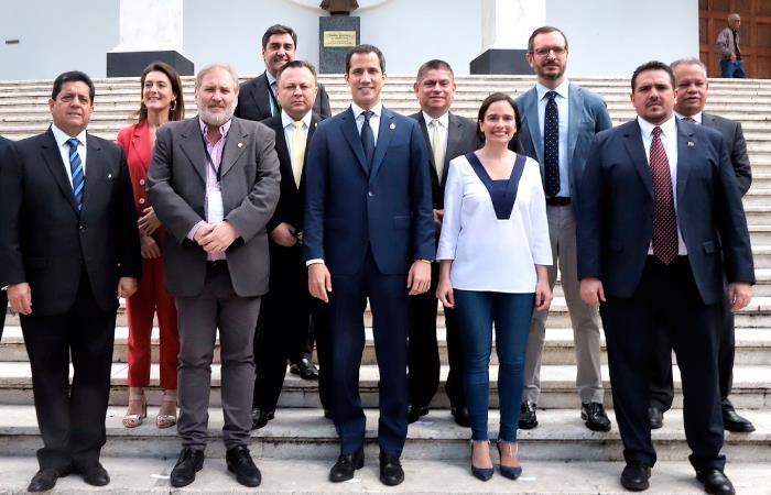 Guaidó destituyo embajador Colombia