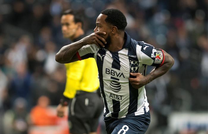 Dorlan Pabón sigue reportándse con goles desde México. Foto: EFE