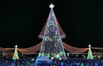 Bogotá le dio la bienvenida a la Navidad con el gran árbol del parque El Tunal