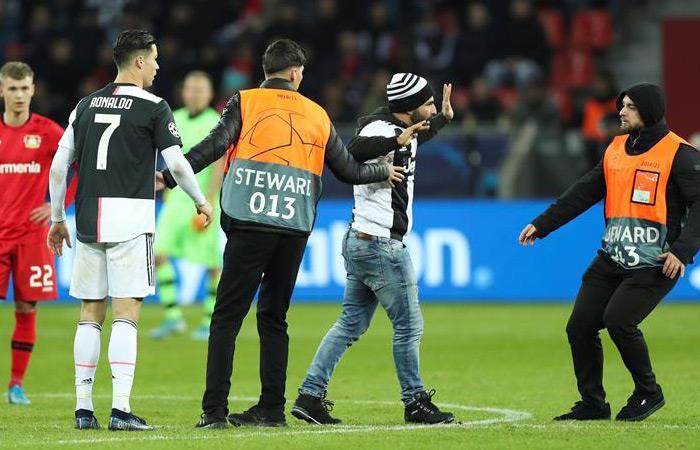 Cristiano Ronaldo agresión hincha Juventus Champions League