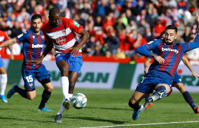 Adrián Ramos podría salir de Granada en esta temporada. Foto: Twitter