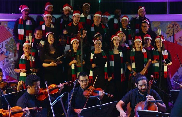 Excombatientes y víctimas se unen para cantarle a la Navidad. Foto: EFE