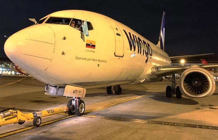 Wingo celebra la llegada de su primer Boeing 737-800. Foto: Facebook