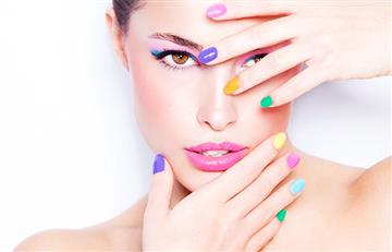 Descubre cómo influyen los colores con los que te maquillas en tu estado de ánimo