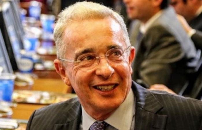 Uribe comparte imagen obscena y las redes estallan