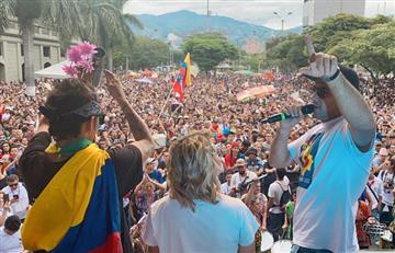 """Artistas se manifestaron contra Duque en el concierto """"Medellín resiste cantando"""""""