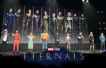 """Salma Hayek y el elenco de """"Eternals"""" publican un saludo navideño"""