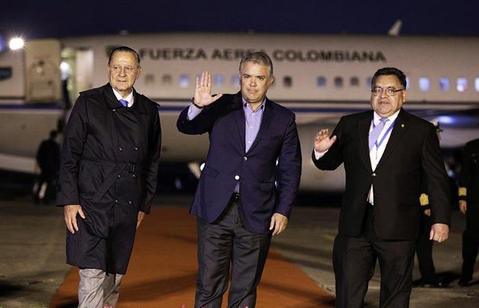 Iván Duque viaja a posesión de presidente de Guatemala