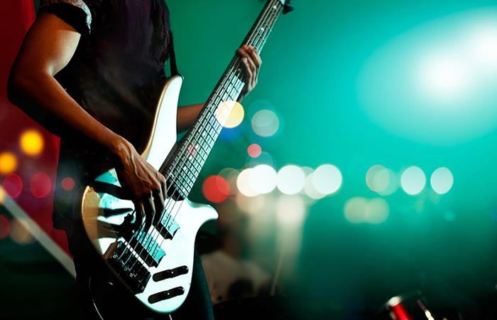 Roban colección de guitarras firmadas por leyendas del rock