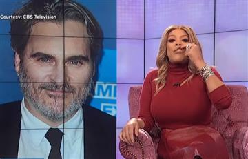 """[VIDEO] Lluvia de críticas a presentadora que se burló en vivo del """"labio leporino"""" de protagonista del 'Joker'"""