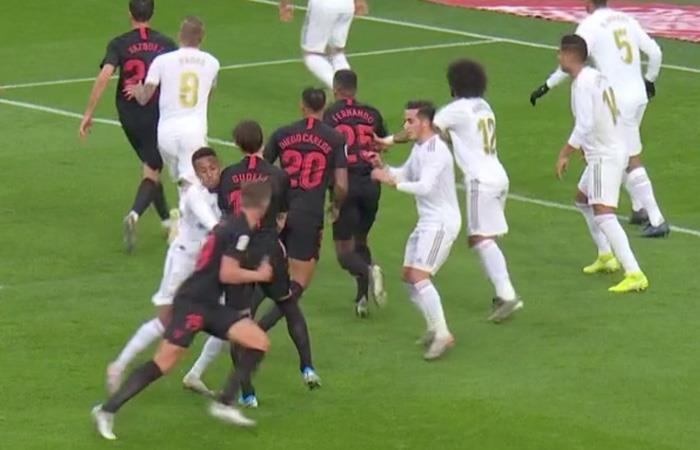 LaLiga Gol De Jong Anulado Real Madrid vs Sevilla Militao