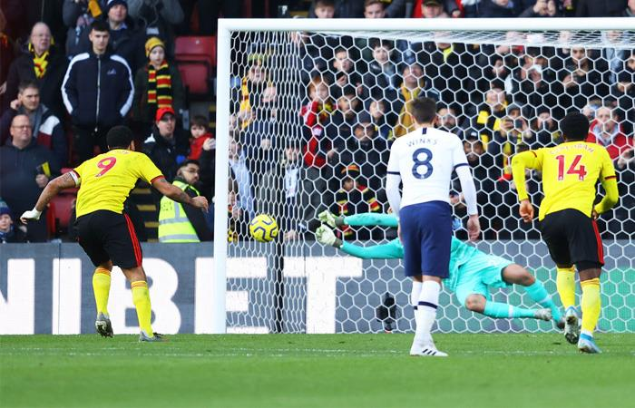 Paulo Gazzaniga detuvo penal ante Watford. Foto: Twitter