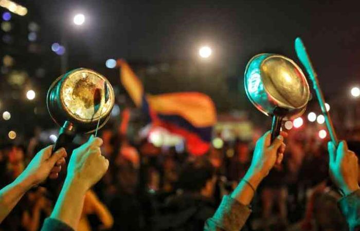El pasado 21 de noviembre se vivió una gran jornada de 'cacerolazos' en Colombia. Foto: Twitter