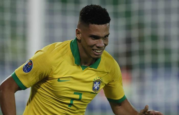 Paulinho marcó el gol que le trajo el triunfo a Brasil. Foto: EFE