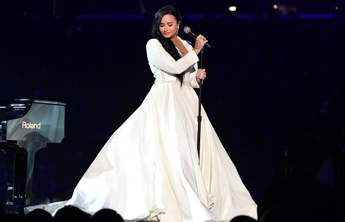 Demi Lovato volvió a los escenarios con aplaudido show en los Grammy tras sufrir fuerte sobredosis en el 2018