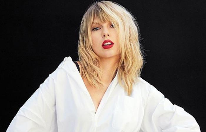 Taylor Swift firma con Universal Music