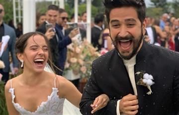 Fuerte debate en redes por foto de Evaluna lavándole los pies a Camilo en su matrimonio