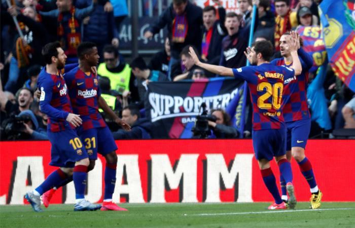 Barcelona intenta recuperar el liderato de la Liga de España. Foto: EFE