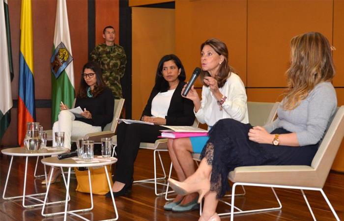 Marta Lucía Ramírez, durante un evento con mujeres en Medellín. Foto: Twitter