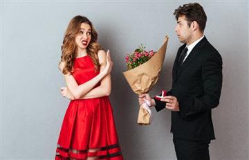 Si rechazas un hombre, se sentirá más atraído por ti. La ciencia lo demuestra