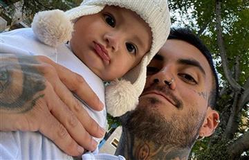 Tierno video en el que Mateo Carvajal le enseña a su hijo a decir 'papá'