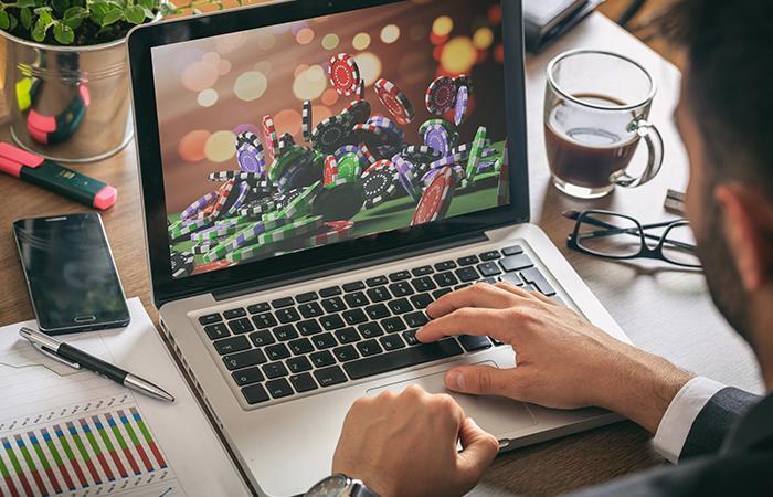 Investiga muy bien sobre las casas de apuestas online antes de registrarte. Foto: Shutterstock