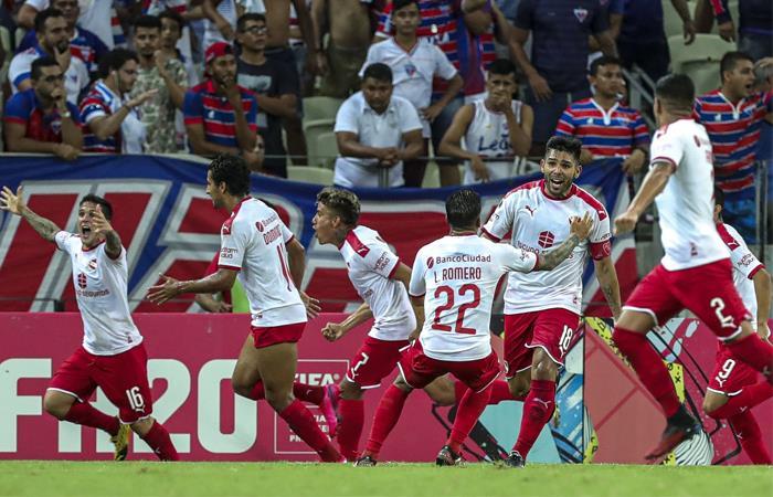 Un autogol en el último minuto le dio la clasificación a Independiente. Foto: EFE