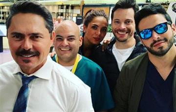 Calvo y sin cejas; actor de 'Enfermeras' alarma a sus seguidores con radical cambio en su aspecto físico
