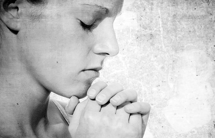 Oración para combatir el coronavirus. Foto: Pixabay