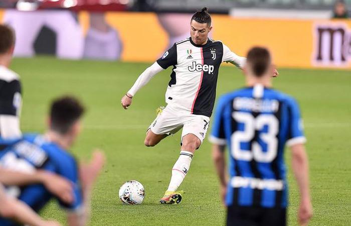 Cristiano Ronaldo partido 1000 saludo hinchas Juventus Coronavirus