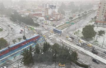 """[VIDEO] """"Un 'tapetico' blanco"""": Así fue el fuerte granizo en Bogotá"""