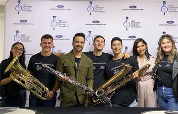 Luis Fonsi entregó instrumentos en escuela afectada por sismos en Puerto Rico