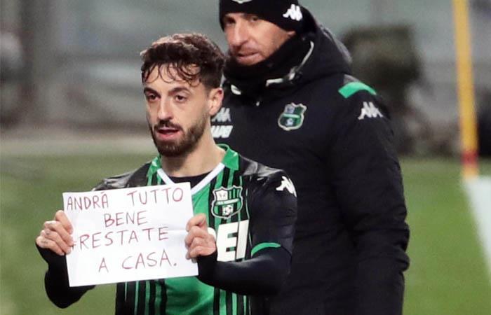 Francesco Caputo celebró un gol con un mensaje por el coronavirus. Foto: EFE