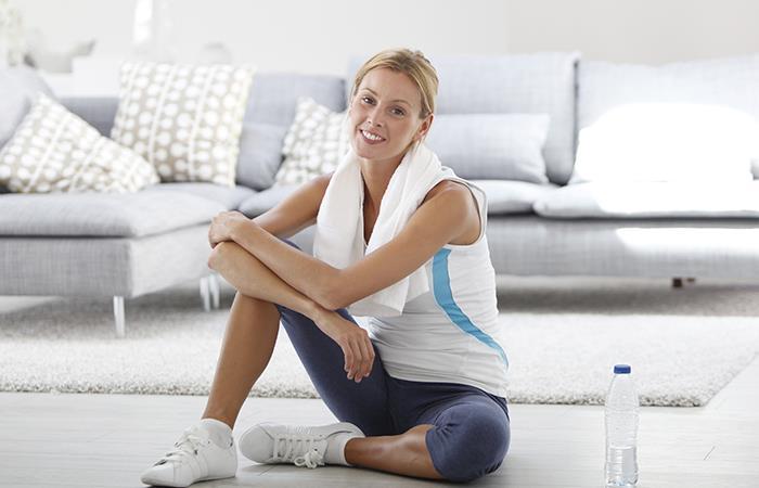 ¡A ejercitarte en casa para evitar contagio!. Foto: Shutterstock