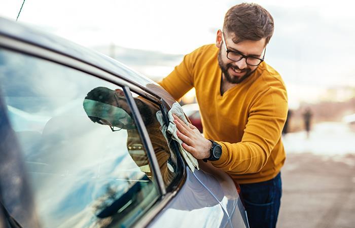 Cuida tu salud limpiando tu auto. Foto: Shutterstock