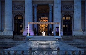 En soledad, papa Francisco oró por todos los enfermos de COVID-19 en el mundo