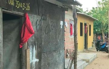 Familias se valen de 'paños rojos' para solicitar ayuda humanitaria