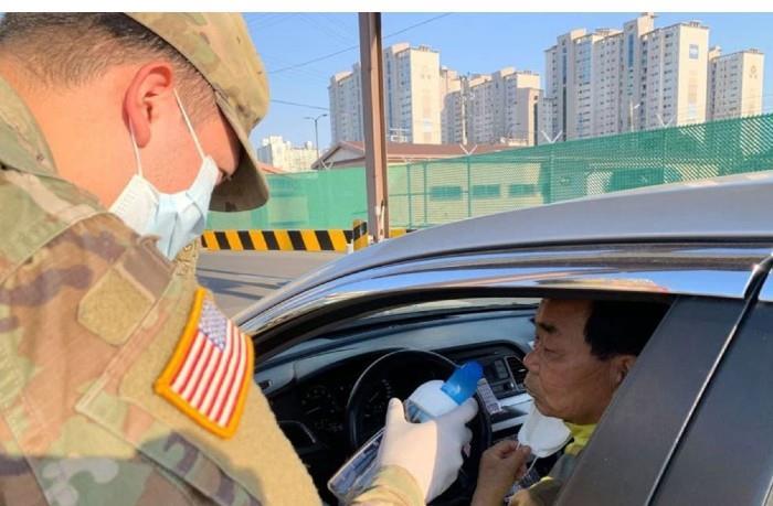 """""""Prueba del vinagre"""": Militares intentan detectar infectados con COVID-19"""