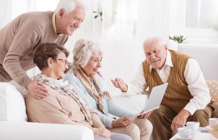 Los abuelos no tendrán que salir de sus casas para reclamar la pensión. Foto: Shutterstock