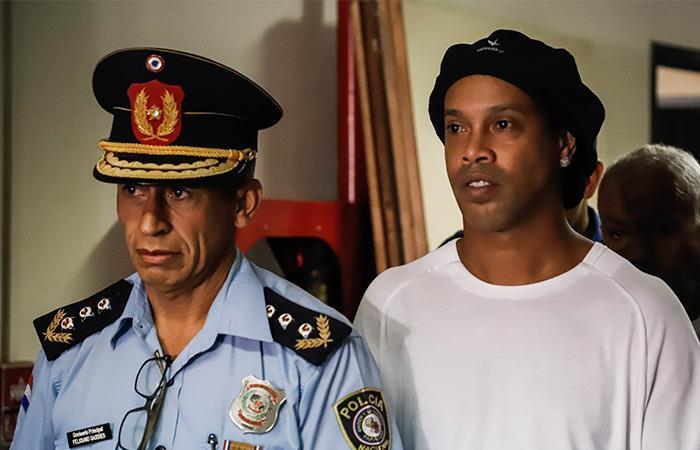 Ronaldinho cumple un mes en una cárcel de Paraguay