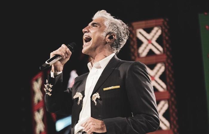 Alejandro Fernández homenajea a Joan Sebastian