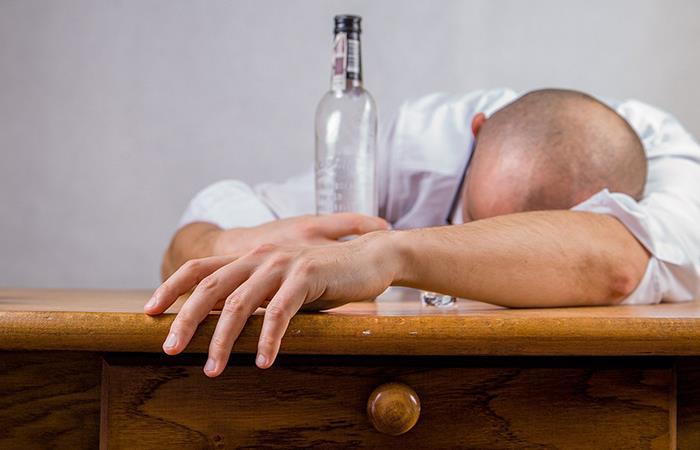 Cuidado con el consumo de alcohol en cuarentena. Foto: Pixabay