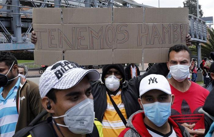 Personas bloquearon la troncal Suba, en el norte de Bogotá. Foto: EFE