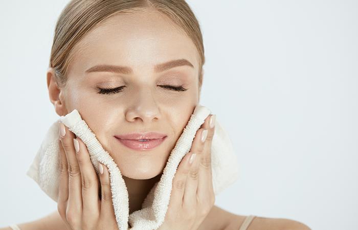 ¡Cuidado! La toalla con la que secas tu rostro es muy importante. Foto: Shutterstock