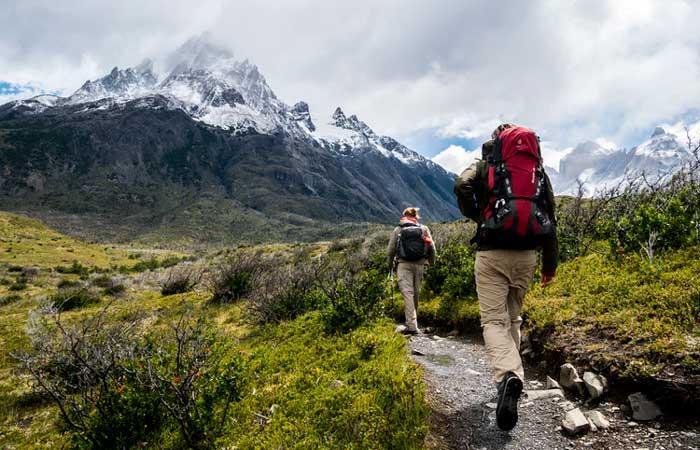 El senderismo es una actividad deportiva no competitiva que consiste en caminar.